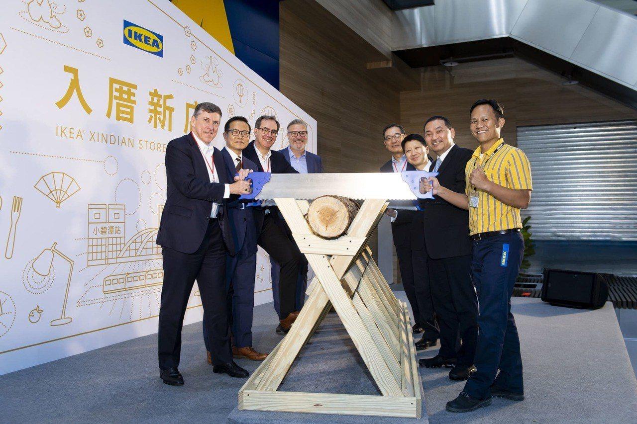 終於開幕啦!「IKEA新店店」首日湧入上萬人 排隊搶買Off-White限量地毯