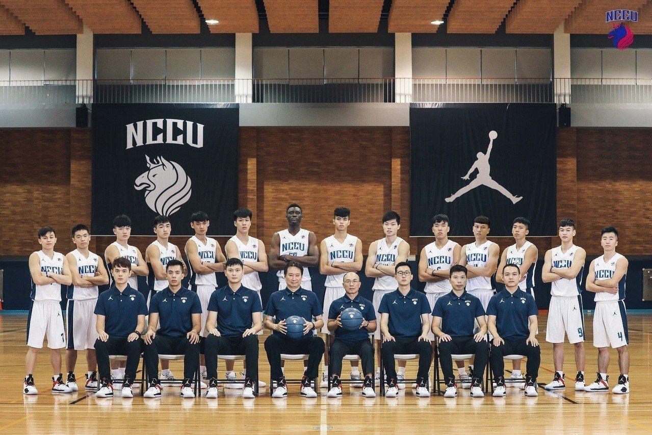 政大雄鷹籃球隊成立2周年。圖/政大雄鷹籃球隊提供