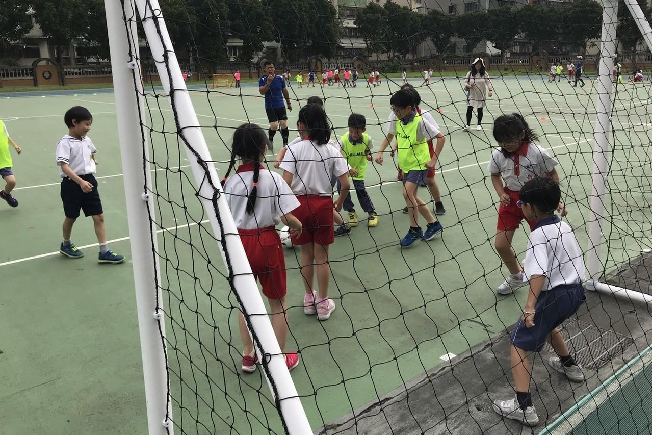 2019新北市校園巡迴推廣足球將前進五所校園。圖/新北市體育會足委會提供