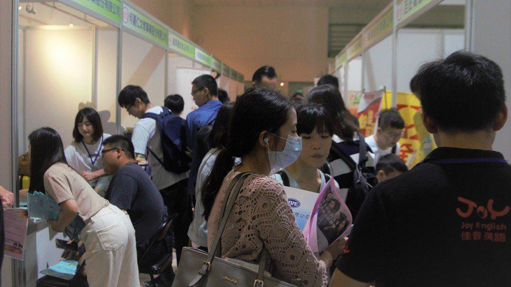 國立勤益科技大學今舉辦「108年就業博覽會」有94家企業,釋出上千個工作機會,吸...