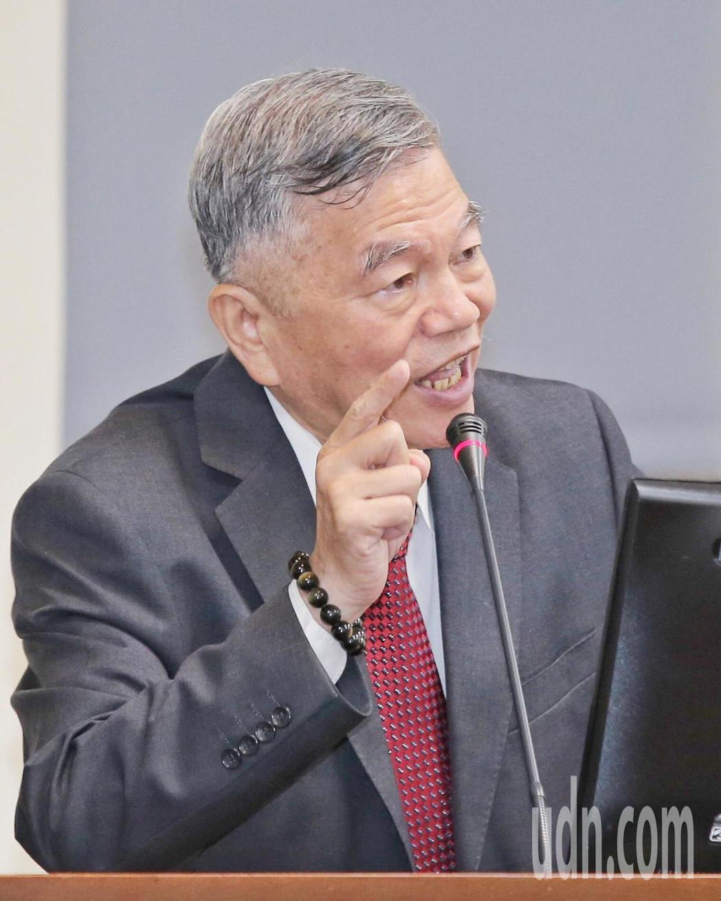 經濟部長沈榮津今天說,台電將與已簽約的綠電業者談「分手費」,確保用電大戶有綠電可...