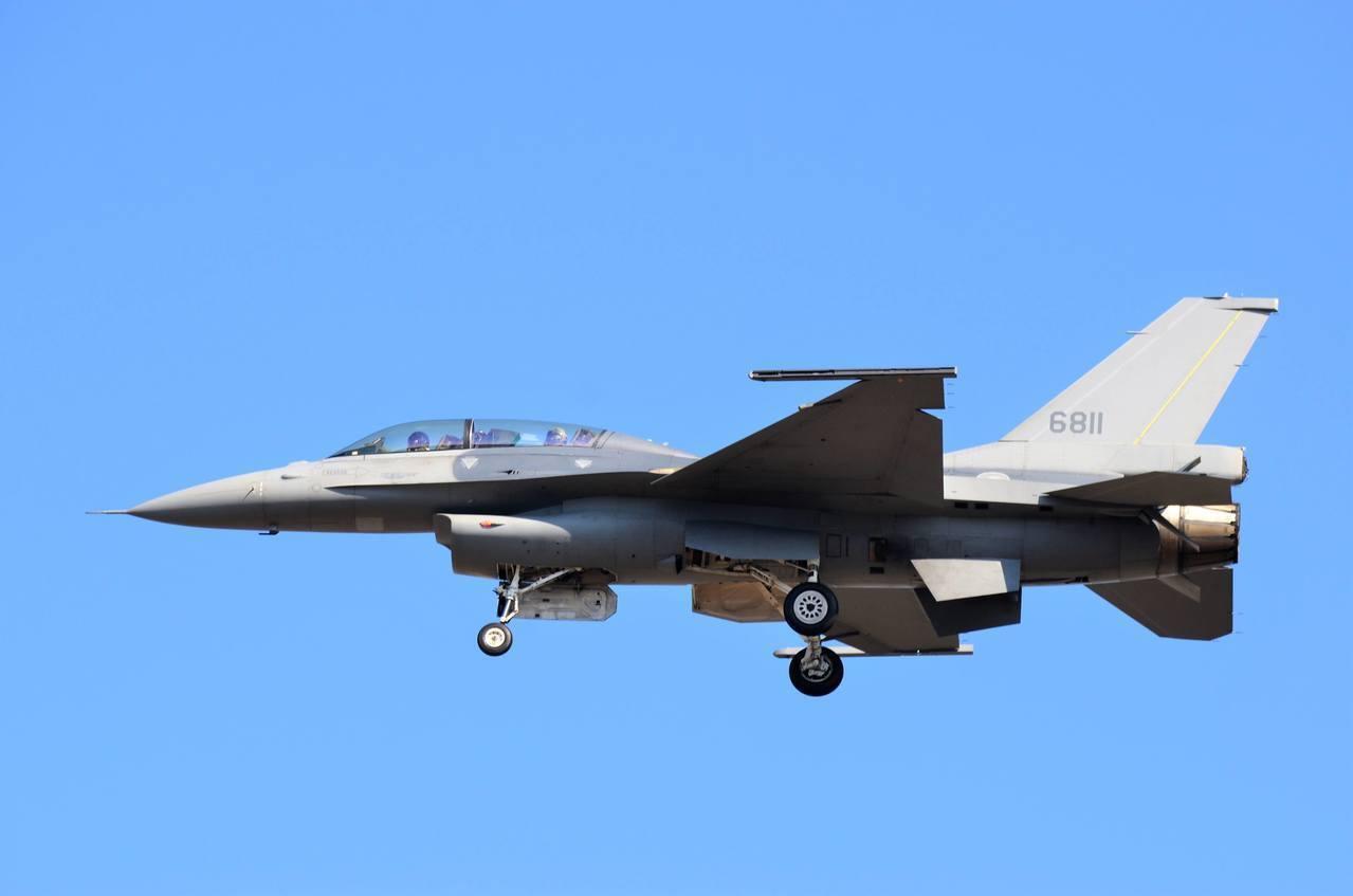 機號6811的先導型F-16V型戰機。圖/hojiyi提供