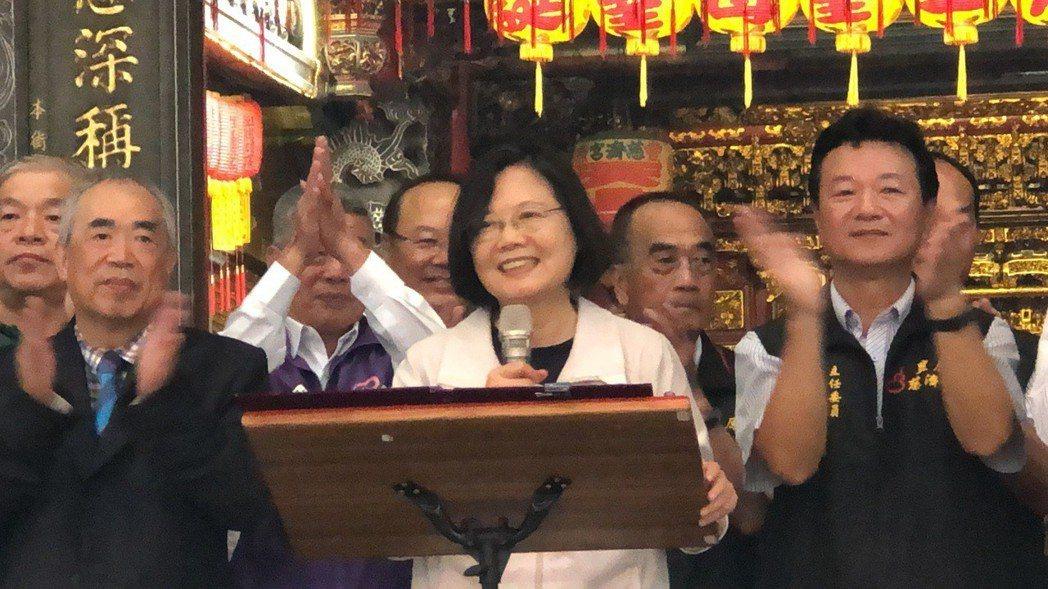 總統蔡英文今天到豐原慈濟宮參拜媽祖,受到熱烈歡迎。記者陳秋雲/攝影