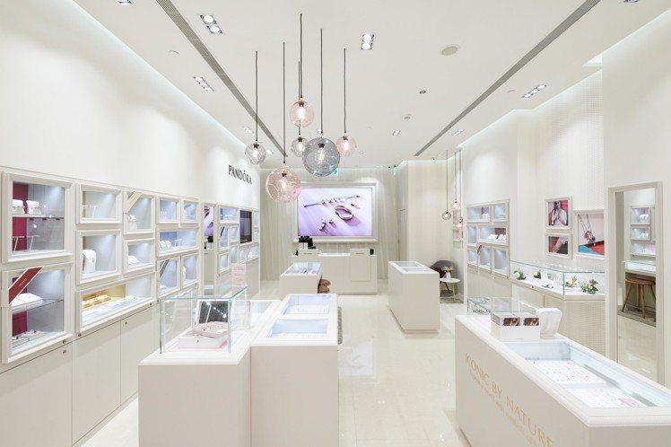 丹麥珠寶品牌PANDORA在台北101,開設全新旗艦店,也搶先曝光5月30日才上...