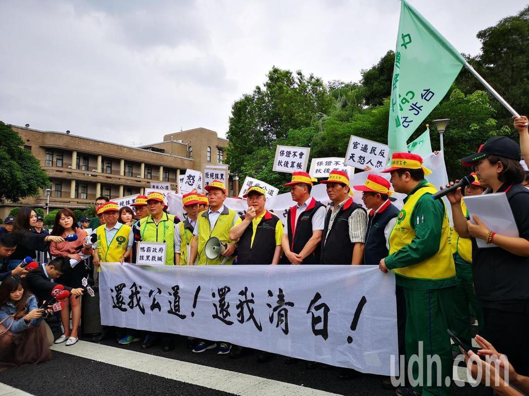 中華郵政物流區風暴持續延燒,中華郵政工會下午聚集到行政院抗議。記者邱德祥/攝影
