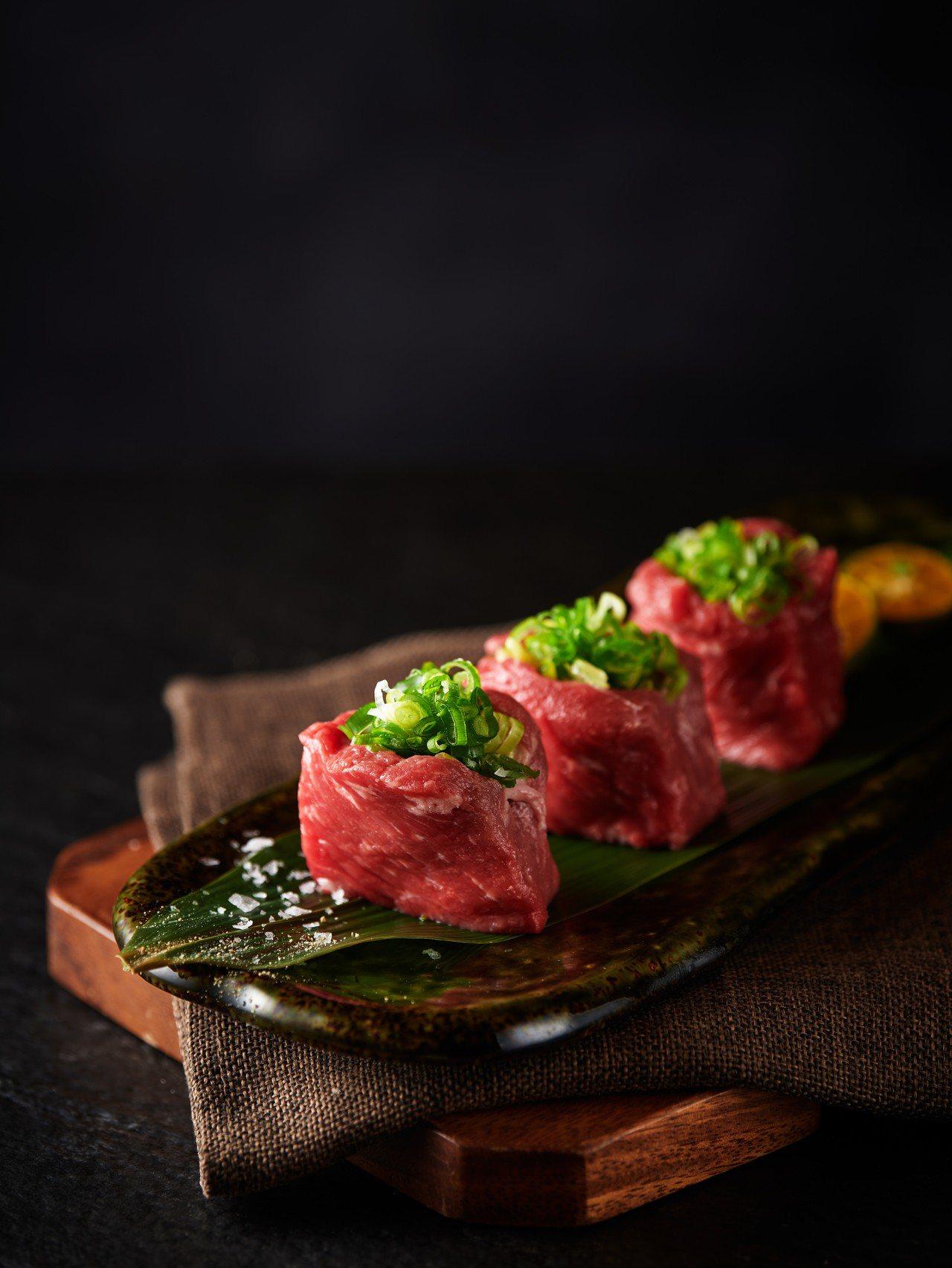 圖/柏克金餐酒集團提供 燒肉屋「炙燒鑲蔥紐約客」使用美國特選級紐約客肉塊。