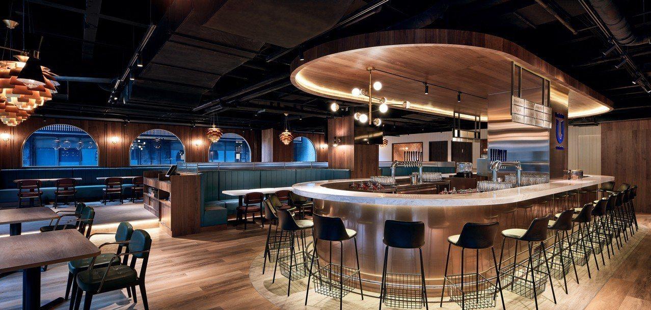 柏克金啤酒餐廳裝潢延續旗艦店歐式風格,保留啤酒元素在其中。圖/柏克金餐酒集團提供