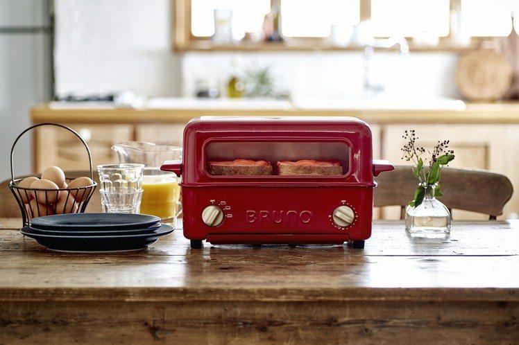 BRUNO上掀式水蒸氣循環燒烤箱,建議售價3,980元。圖/群光電子提供