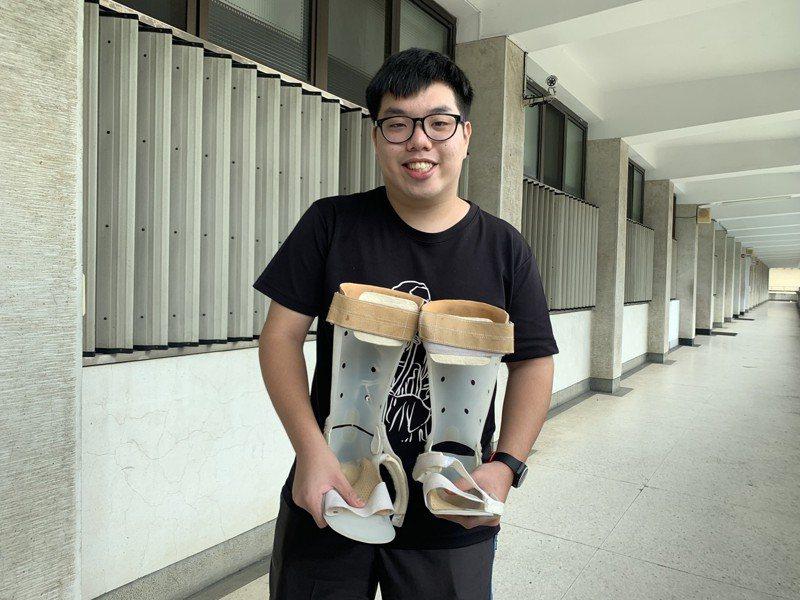 台中一中林大偉天先腦性麻痺,他雙下肢行動不變,上肢不協調,6個月開始接受早期療癒、復健,樂觀的他申請上台大法律系,未來想成唯一名法扶律師。記者喻文玟/攝影
