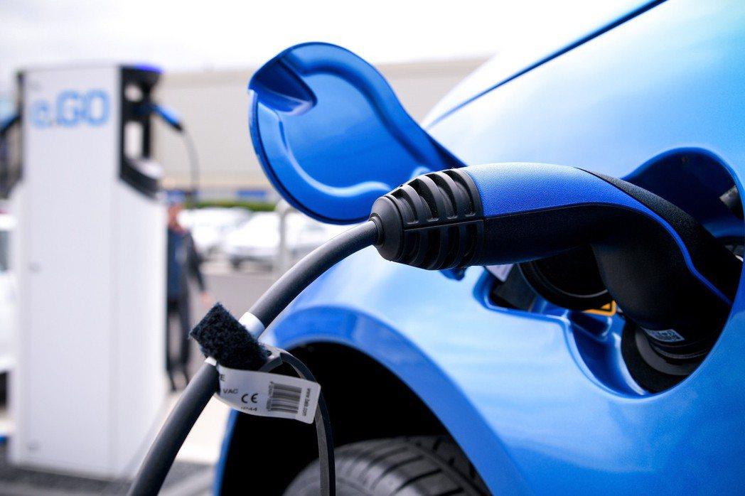 電動車銷量到2040年將超越傳統車輛。歐新社。