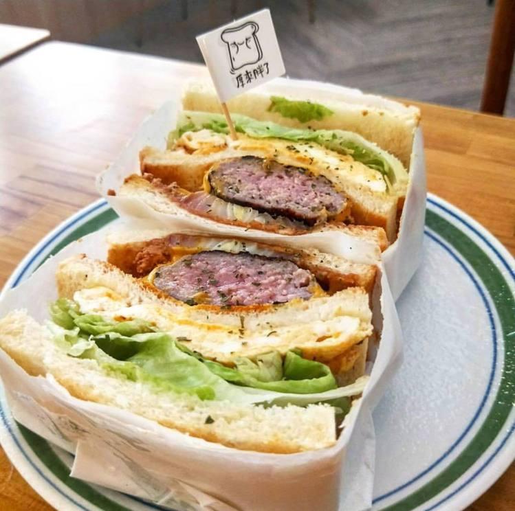 起司豬肉漢堡三文治。圖/厚來胖了 提供
