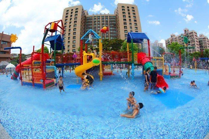 水鄉庭園是台北在夏季最受歡迎的大型玩水地點之一。圖/摘自台北自來水園區