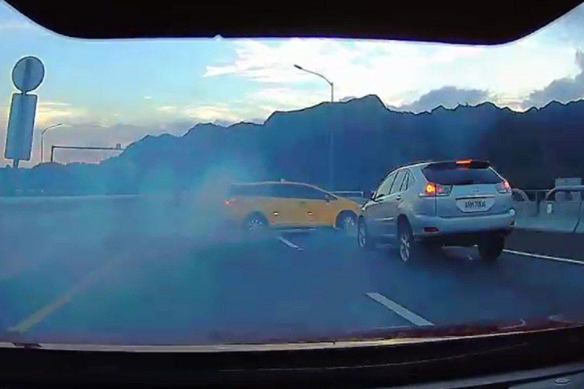 國道六號國姓路段昨傍晚發生車輛追撞事故,所幸無人傷亡。記者賴香珊/翻攝