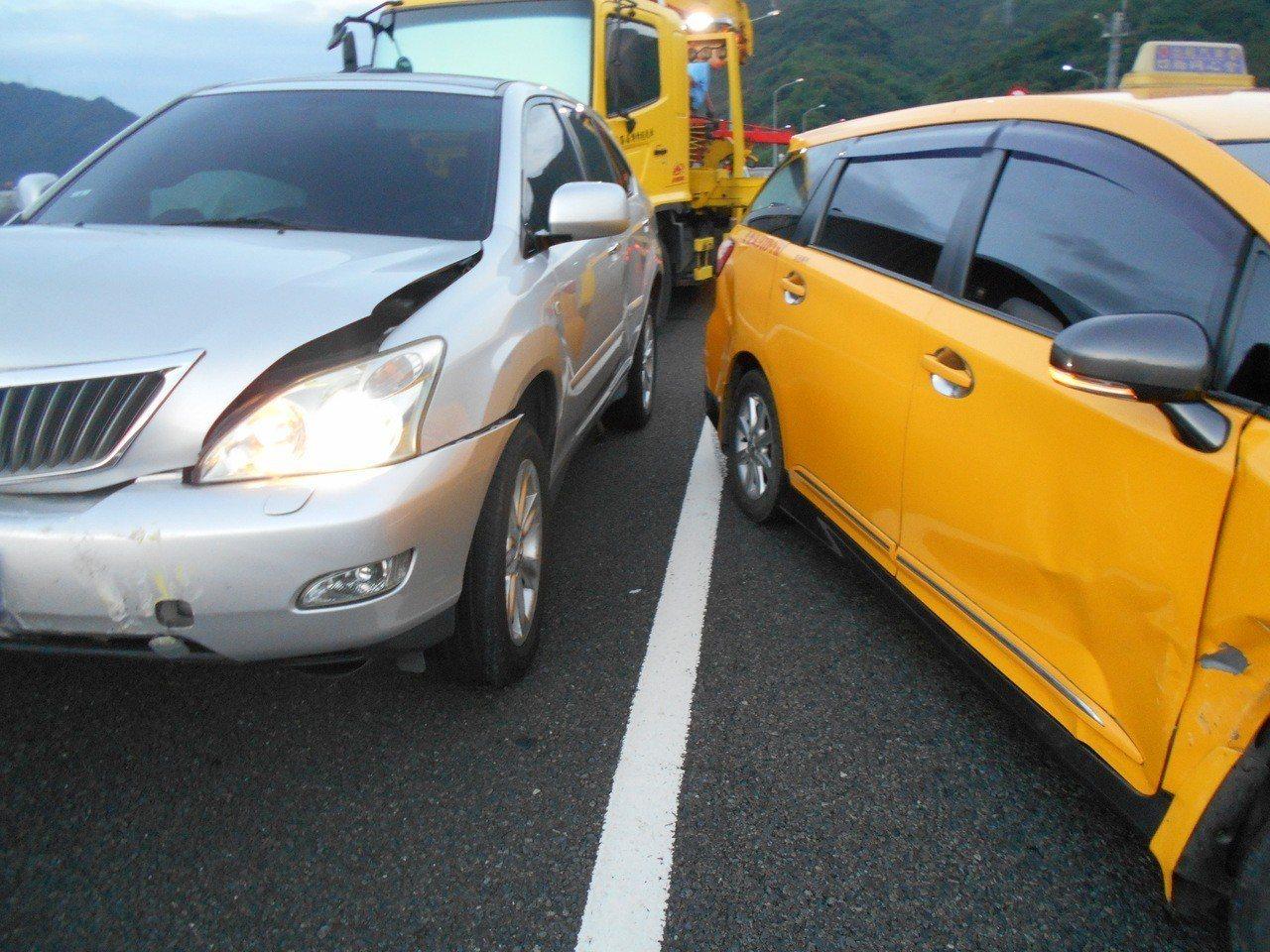 國道六號國姓路段昨傍晚發生車輛追撞事故,所幸無人傷亡。圖/警方提供