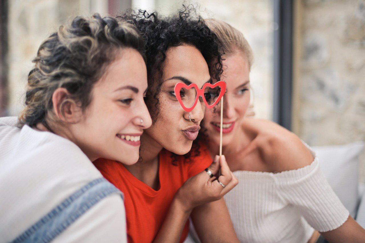 虛情假意的朋友,請戒掉自己好聲好氣的習慣。圖/摘自 pexels