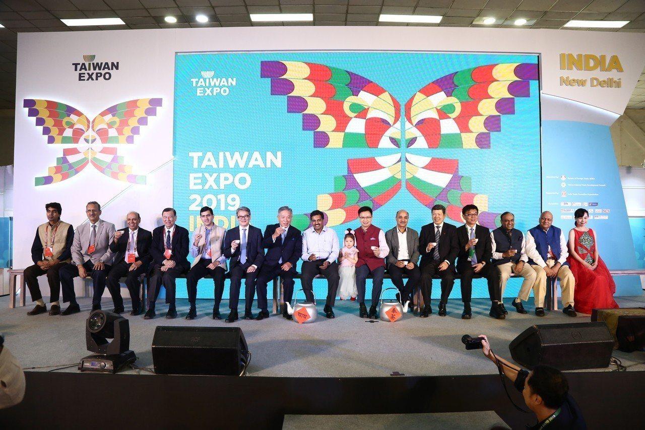 2019年印度臺灣形象展以奉茶文化傳達台印共好的精神,貴賓於開幕式合影。貿協提供