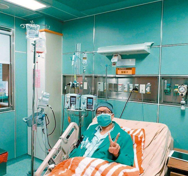 可能歸功於兒子的好骨髓,讓林禹宏醫師在移植14天後,成了極少數能夠自己走著離開幹...