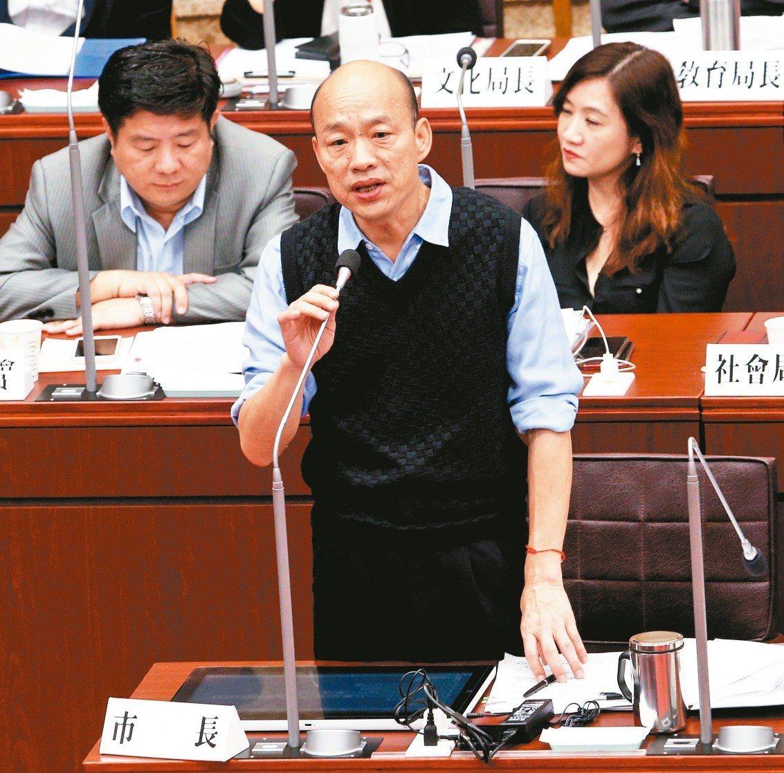 台灣制憲基金會做全手機民調,三腳督情形下韓國瑜勝出。 記者劉學聖/攝影