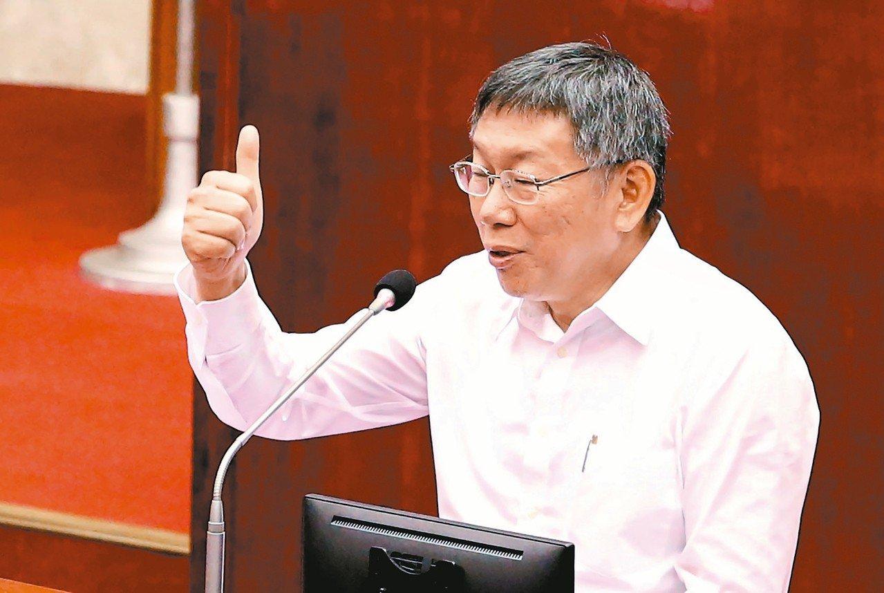 台北市長柯文哲表示,當時的8年5萬戶公宅政策,是政務委員張景森「教壞的」。 聯合...