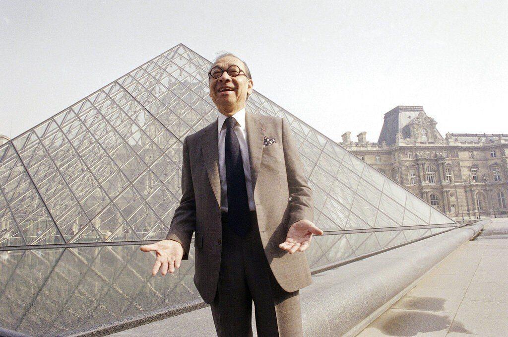 華裔建築大師貝聿銘去世,享壽102歲,他的代表作品是巴黎羅浮宮的玻璃金字塔。美聯...
