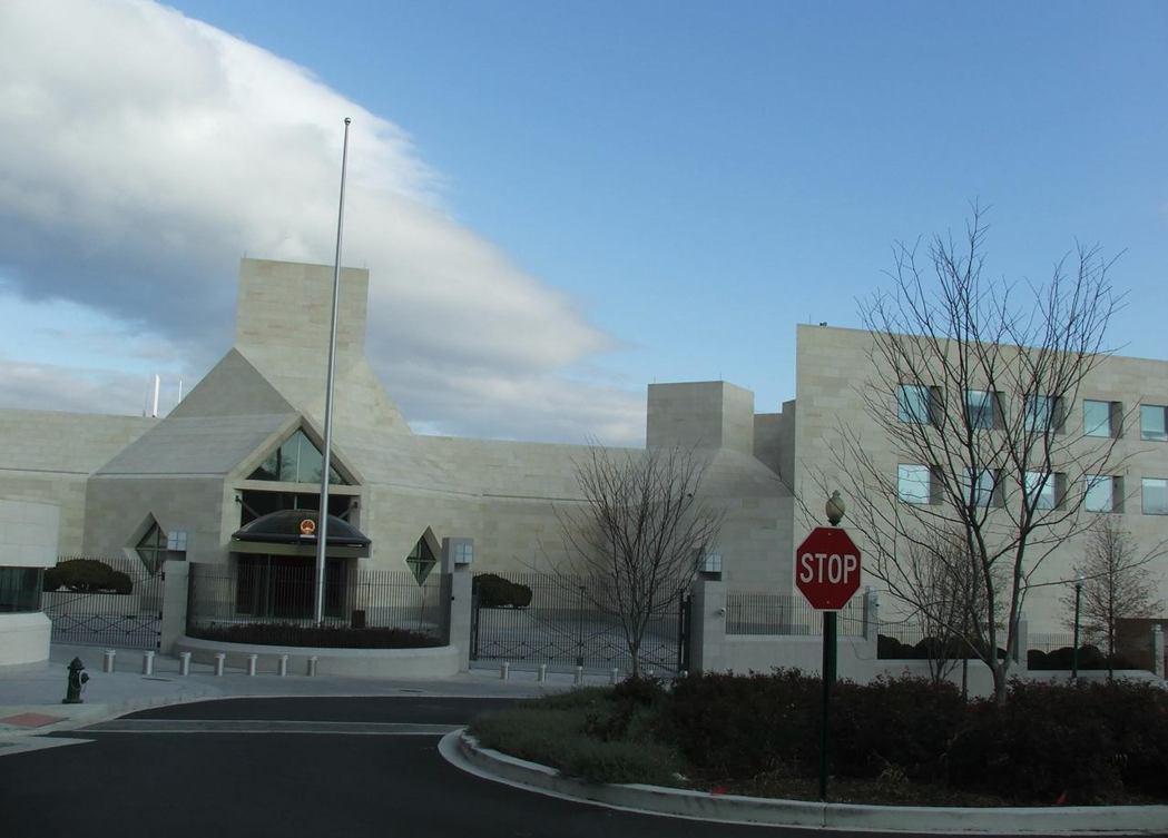 貝聿銘作品-2004年:美國華盛頓中華人民共和國駐美國大使館。擷自維基百科