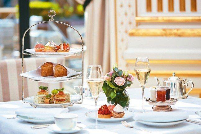 巴黎半島的三層鹹甜午茶點心。 圖/謝忠道
