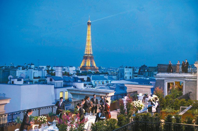 半島頂樓的露天陽台是巴黎最好的景觀之一。 圖/謝忠道