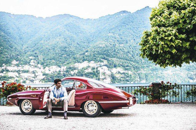 2017年「最佳車款」得主Duccio Lopresto在科莫湖湖畔配戴當時得獎...