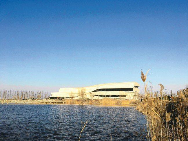 在沙漠裡的銀川當代美術館。 圖/謝素貞提供