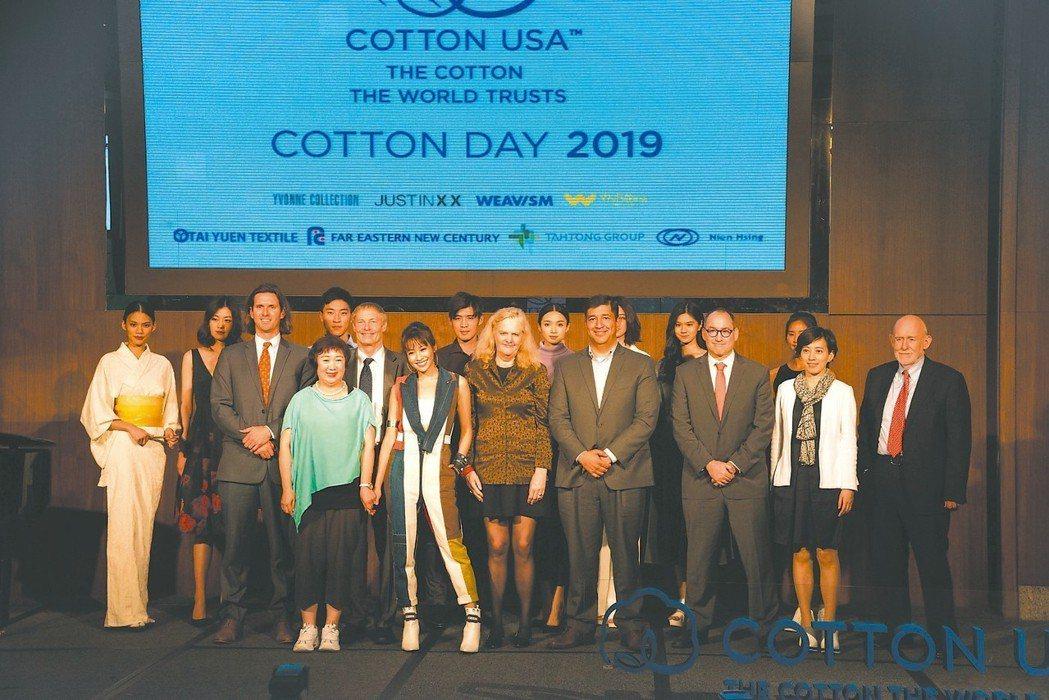 美國國際棉花協會執行長Bruce Atherley(第二排左二)、CCI駐台代表...