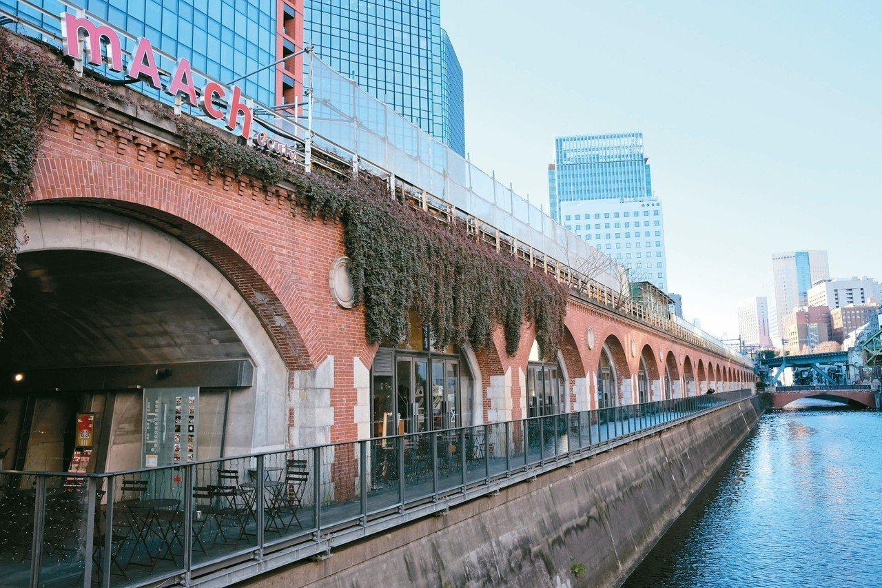 結合舊車站站體的「神田萬世橋mAAch ecute」。 圖/陳元慈