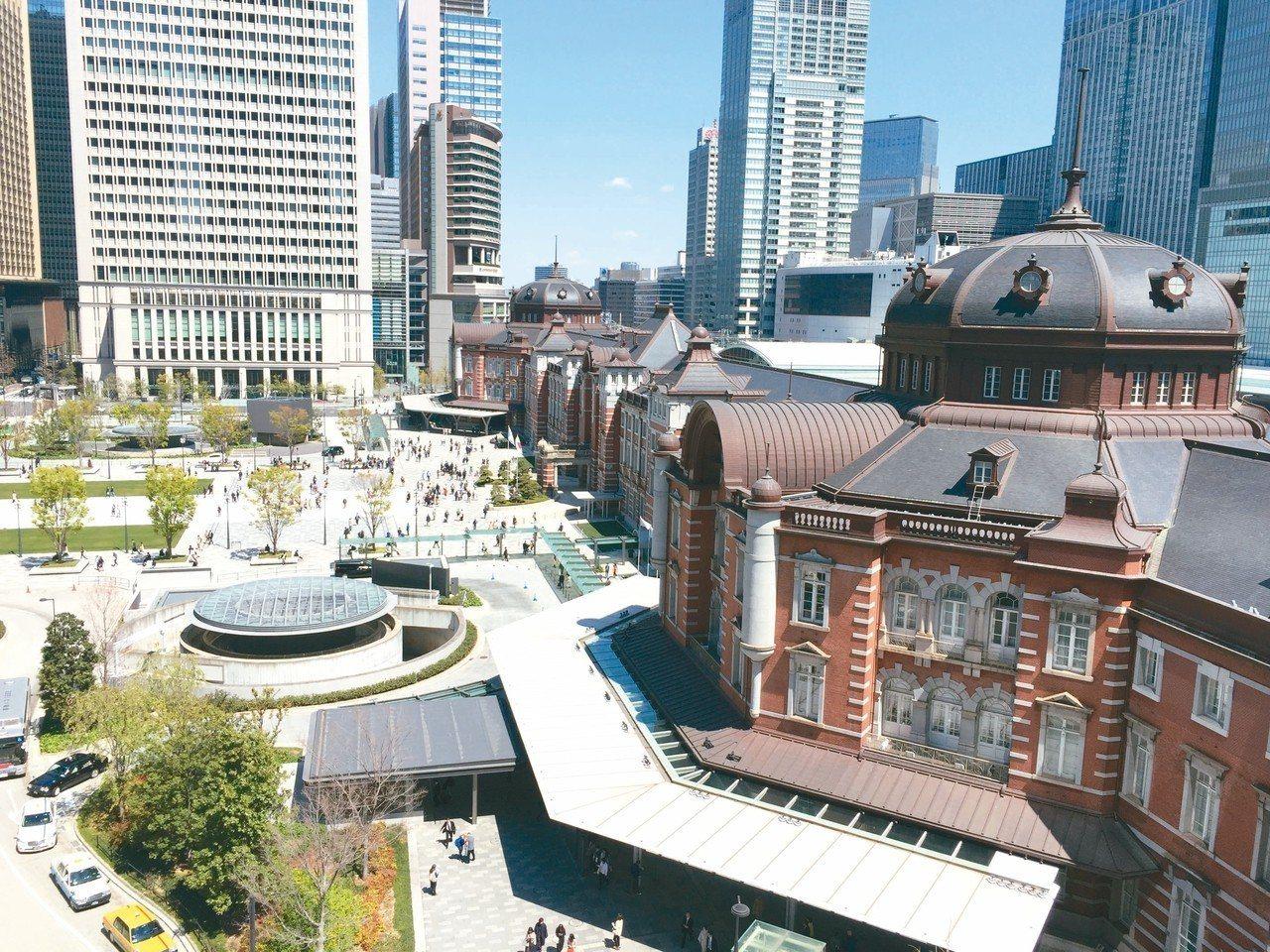 kitte六樓的戶外觀景台,能看到東京車站壯觀的拱形屋頂。 圖/陳元慈