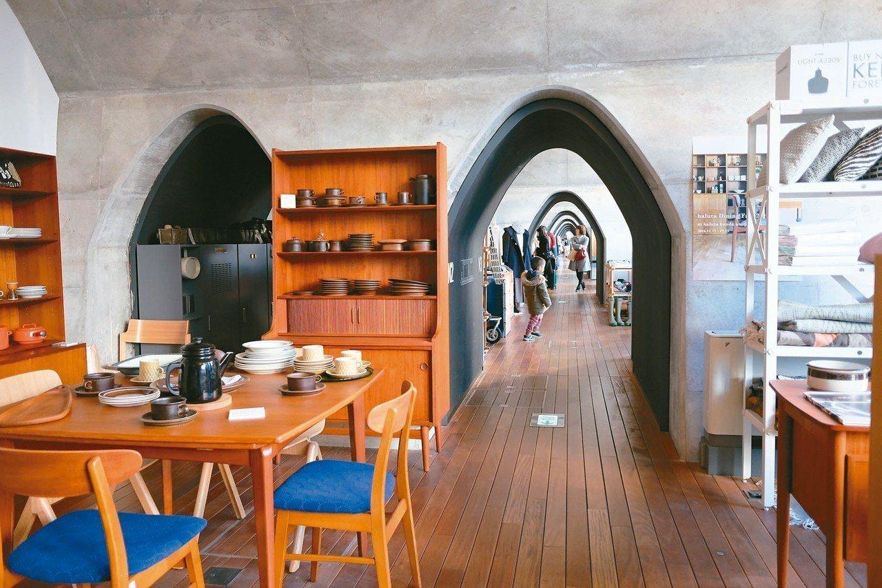 神田萬世橋mAAch ecute以設計家具、花店、生活用品和風格輕食為主。 圖/...