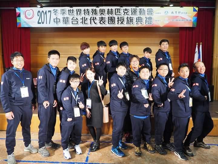 02.葉政彣(左3)與團隊參與2017年冬季奧運,左為陳柏翰教練。 洪紹晏/翻攝