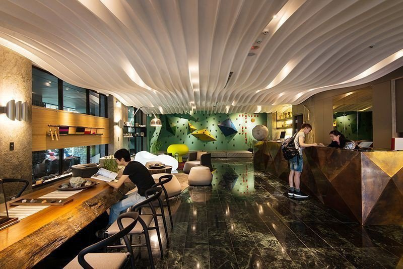承億文旅花蓮山知道大廳有個室內攀岩牆。  承億文旅 提供