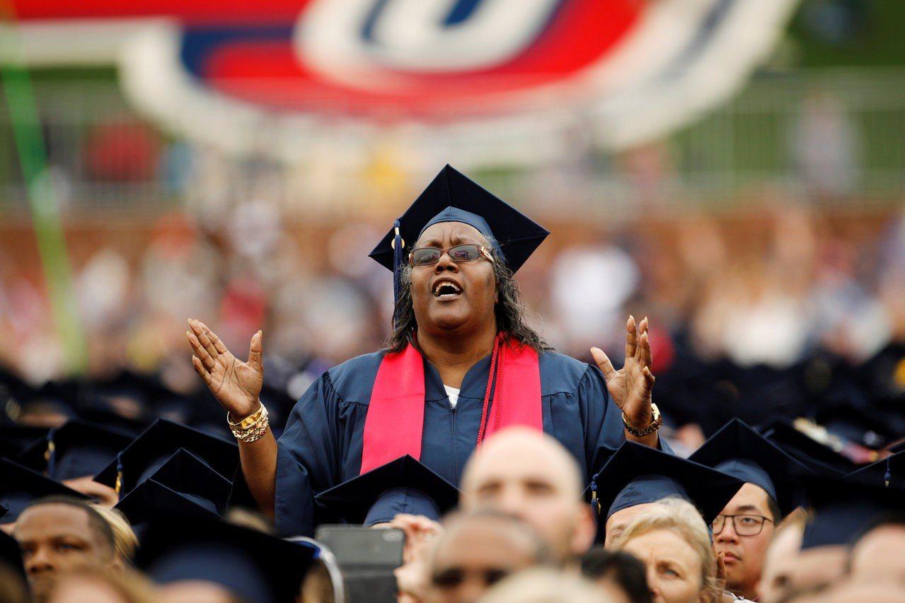 美国大学理事会决定,SAT考试将纳入「逆境分数」,帮助弱势家庭,增加他们上大学的机会路透社