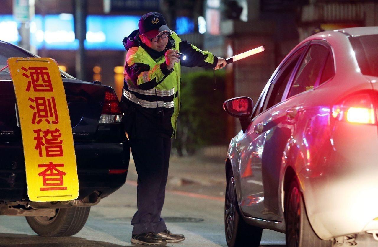北市近3年白天酒駕違規逐年攀升,多因駕駛人前晚宿醉,體內酒精代謝未完成而開車所致...