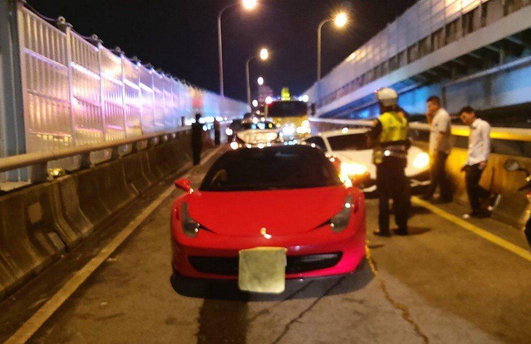 一名黃姓男子17日晚間駕駛BMW轎車行經台64線三重路段下匝道時,疑不慎從後方追...