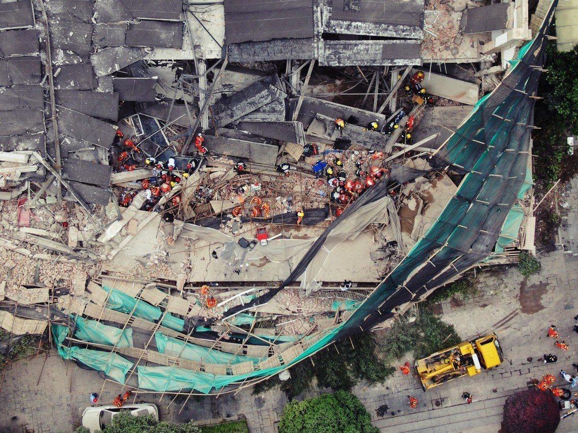 「轟隆一聲巨響,我還以為是爆炸!」位於中國上海都心的長寧區,一間汽車廠房於16日...