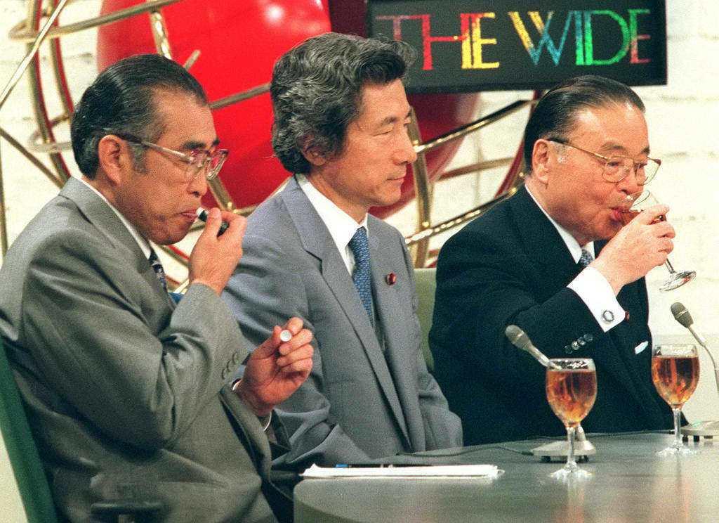 1998年「自民黨總裁選」的電視辯論會。當時因為自民黨在參議院選舉大敗,首相橋本...