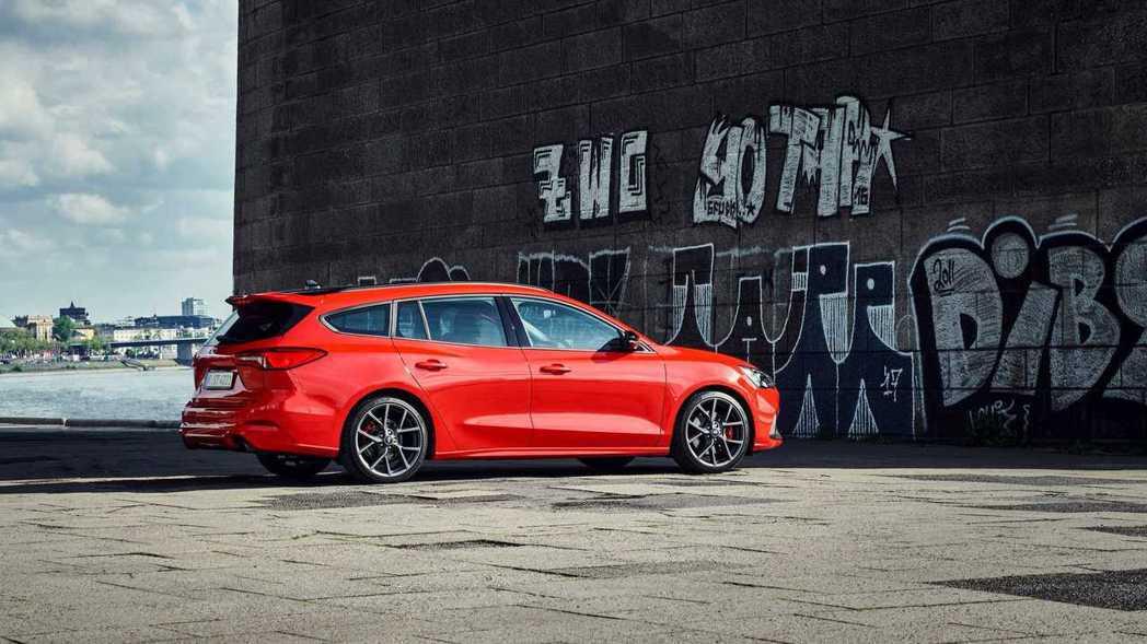 車主可選配Performance Pack套件,有多種駕駛模式可以選擇。 摘自F...