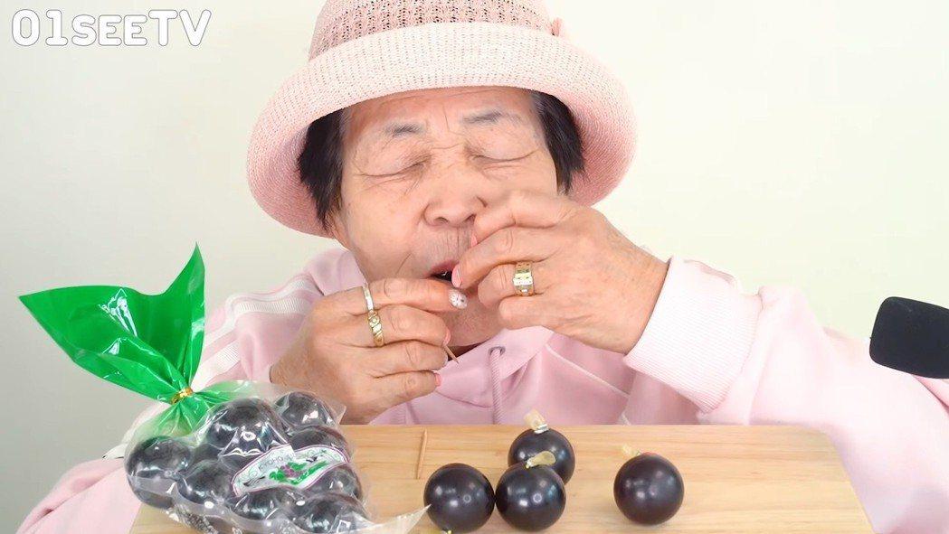 南韓擁有獨特的三種網絡直播文化,分別是吃播、躺放與讀書放。示意圖/吃播/擷自Yo