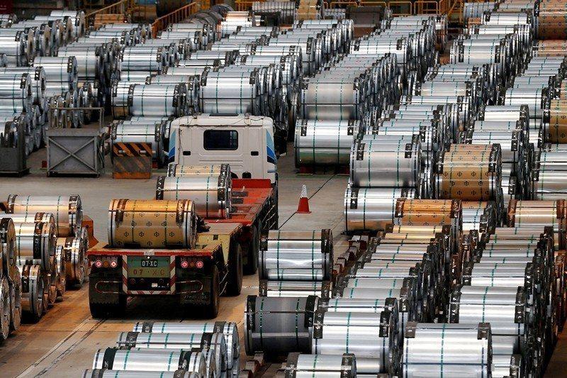 圖為位於高雄港邊的中鋼集團。 圖/路透社