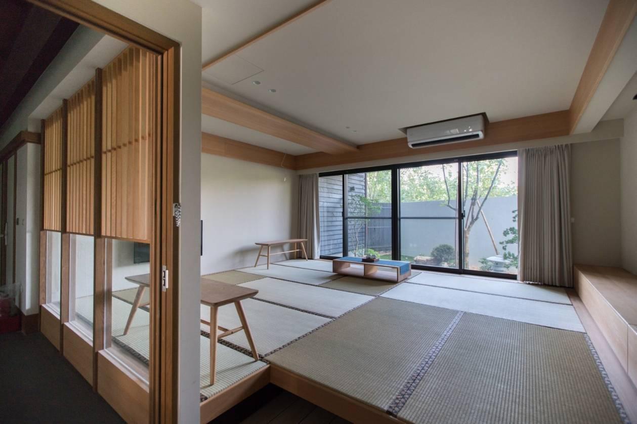 圖/圍繞在蟲鳴鳥中的日系別墅,樸實簡約設計。擷取自餘光 台南漁光島民宿
