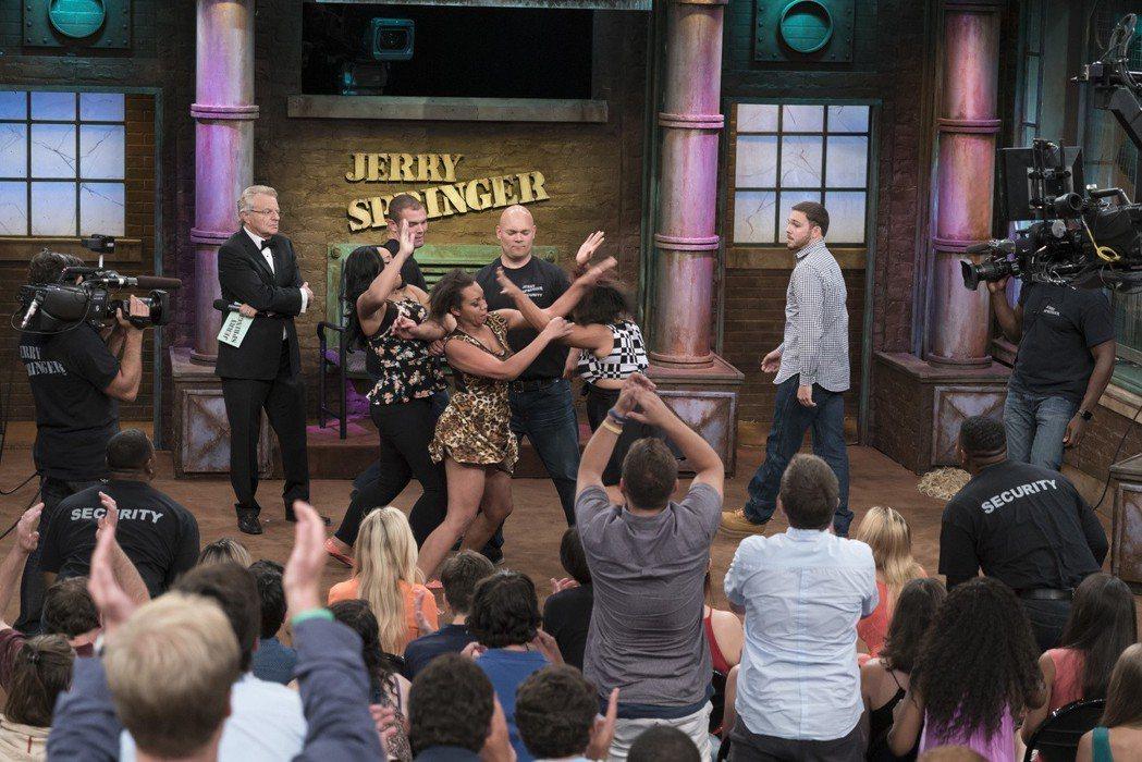 美國1991年開始的The Jerry Springer Show也常被拿來比較...