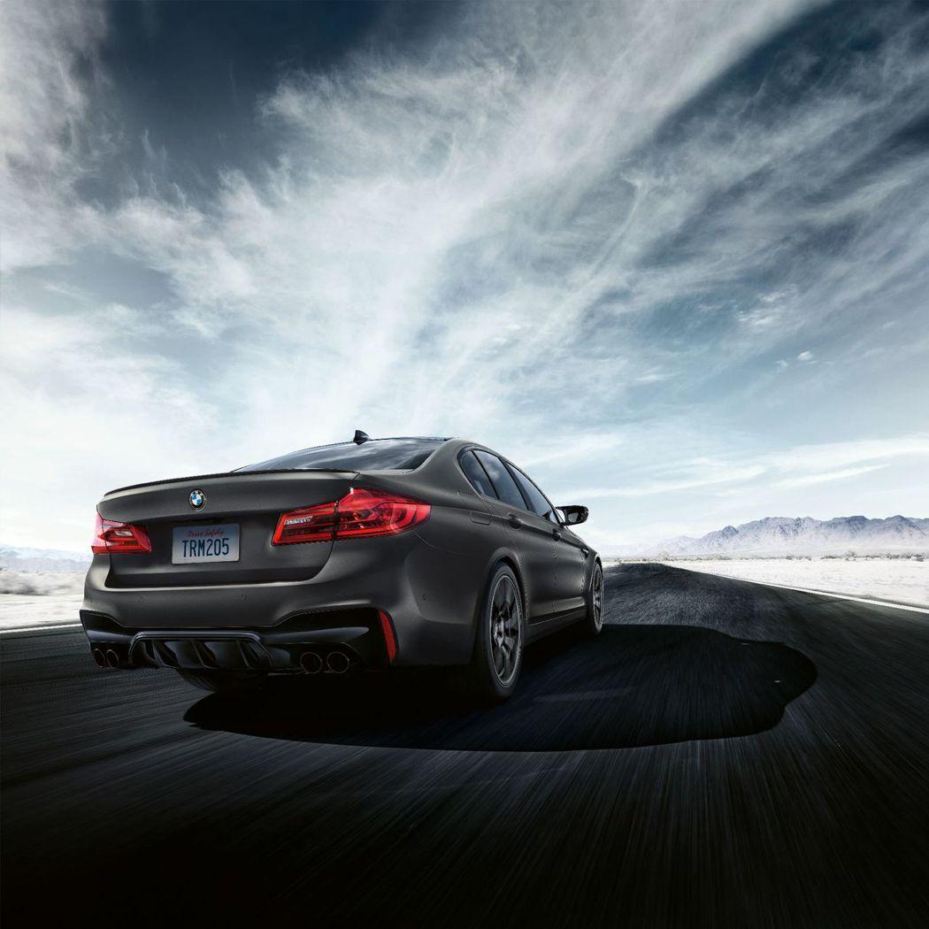 為紀念M5推行至今將近35年,BMW特別推出了M5 Edition 35 Yea...