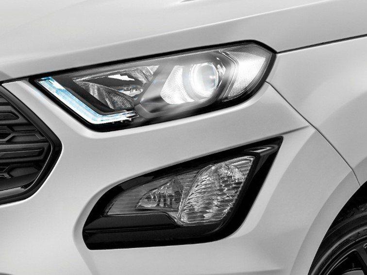 布萊克黑魚眼投射式頭燈,使車頭造型更顯霸氣風格。 圖/福特六和提供