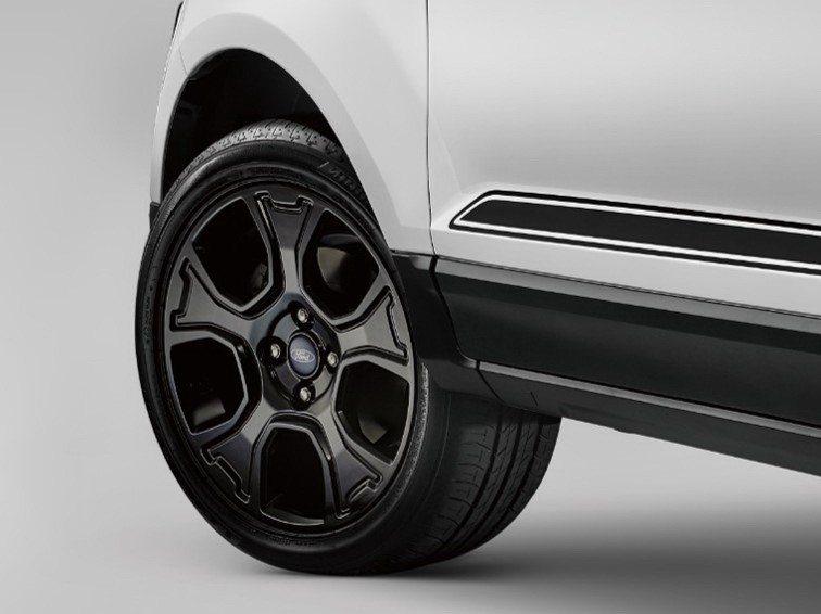 布萊克黑型格輪圈,簡單的配色更為出色。 圖/福特六和提供