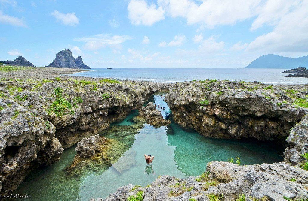 ▲東清秘境;這裡美到炸掉啊,海水清澈到不行。其實只要在安全範圍內,蘭嶼的海想跳想...