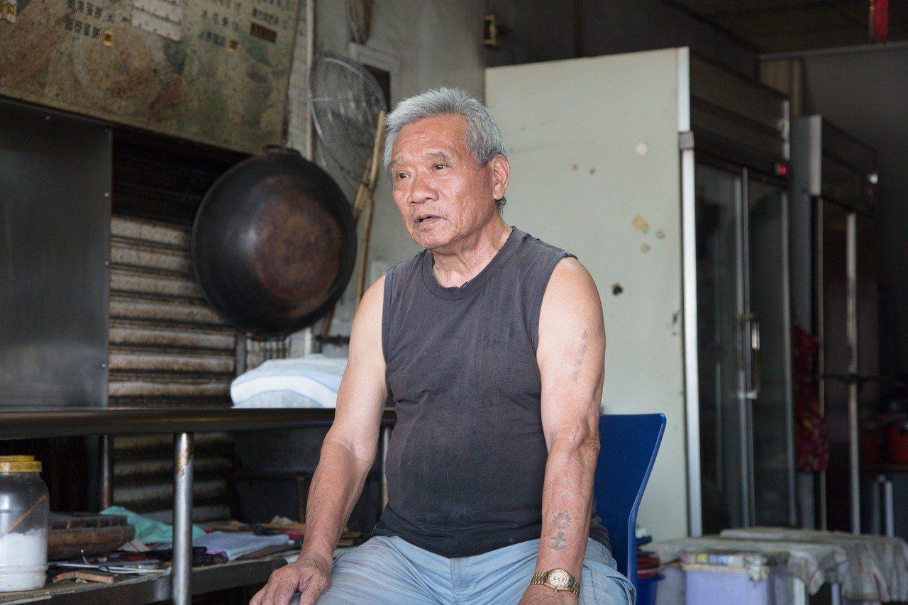 臺南有名的「村長涼麵」正是我們受訪長者張長壽所經營,涼麵與獨門醬汁揉合了來自山東...